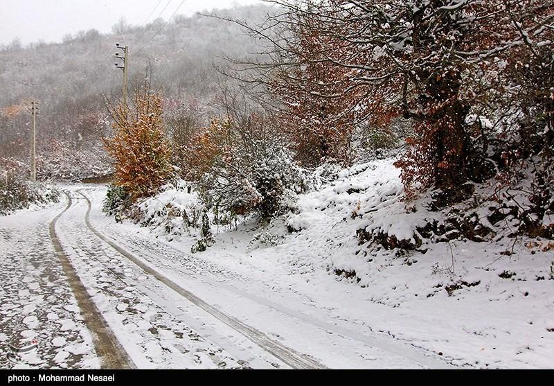 بارش برف در روستای زیارت - گلستان