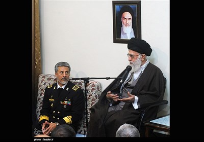 الإمام الخامنئی یستقبل عددا من قادة القوات البحریة للجیش