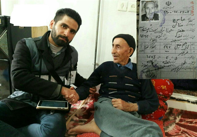 آخرین عکس یادگاری پیرترین مرد ایران با مامور سرشماری 95