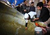 توزیع آش نذری در شیراز
