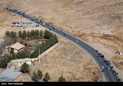السیر على الأقدام نحو مشهد الإمام الرضا (ع)