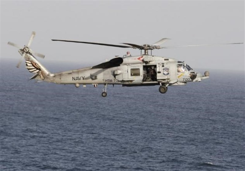 یک قایق سپاه پاسداران به سمت بالگرد آمریکایی نشانه رفته است