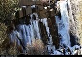 یخ زدگی آبشار گنج نامه در همدان