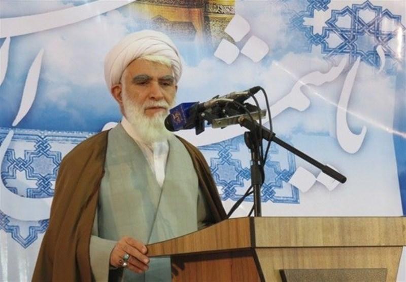 آیة الله أختری ینتقد صمت العلماء المسلمین حیال بعض المتأسلمین