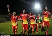 دیدار تیمهای فوتبال فولاد خوزستان و نفت تهران