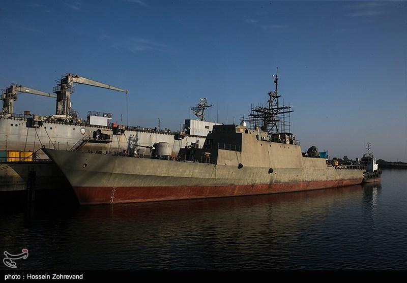 15 ساعة فی موقع إنتاج السفن الحربیة الإیرانیة .. تصلیح غواصة روسیة أصابها عطل معقد