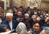 ظریف یلتقی الطلاب الایرانیین فی بکین + صور