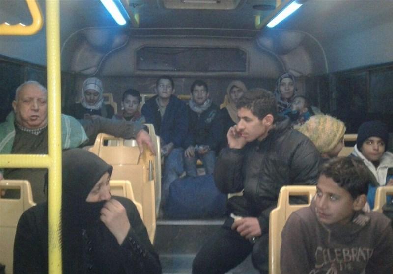 خروج صدها تروریست بههمراه خانوادههایشان از محلات حلب+عکس