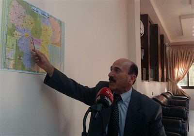عمید سوری یشرح على الخریطة تقدم الجیش فی حلب