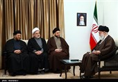 Ayatollah Khamenei Urges Iraqis Not to Trust US