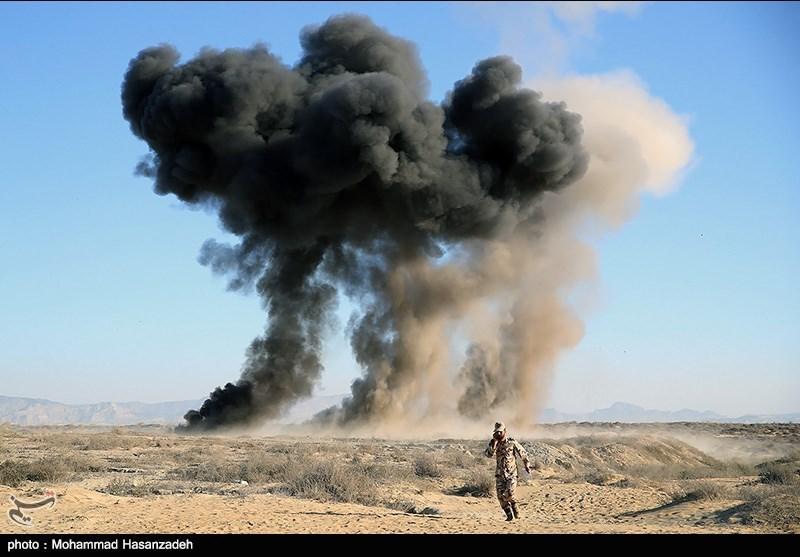 المروحیات والمدرعات والطائرات الحربیة تهاجم العدو الافتراضی