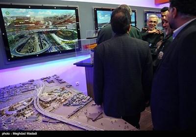 زیارة اللواء باقری لمعرض اقتدار حرس الثورة الإسلامیة فی مجال التنمیة والبناء