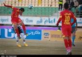 دیدار تیم های فوتبال صبای قم و نفت تهران
