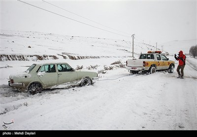 الثلوج تغلق بعض الطرق المؤدیة الى مدینة أهر وبعض قراها شمال غربی ایران