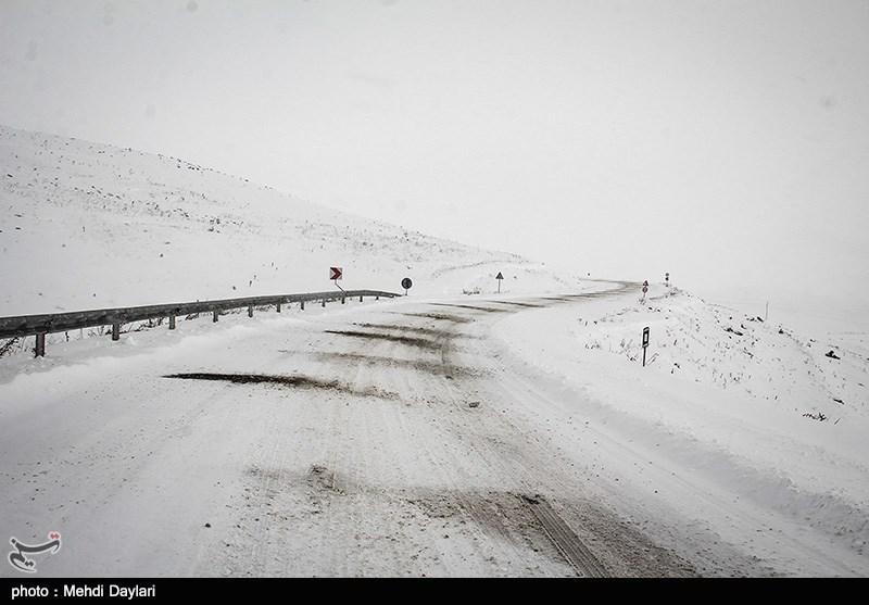 محور «کش ماهور» در شهرستان کوهدشت مسدود شد/ انسداد راه ارتباطی 6 روستا و قطعی برق در 2 روستا