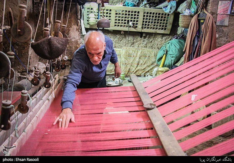 Velvet Weaving: A Forfeited Craft - Tourism news