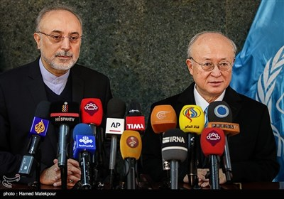 مؤتمر صحفی مشترک لأمانو مع صالحی