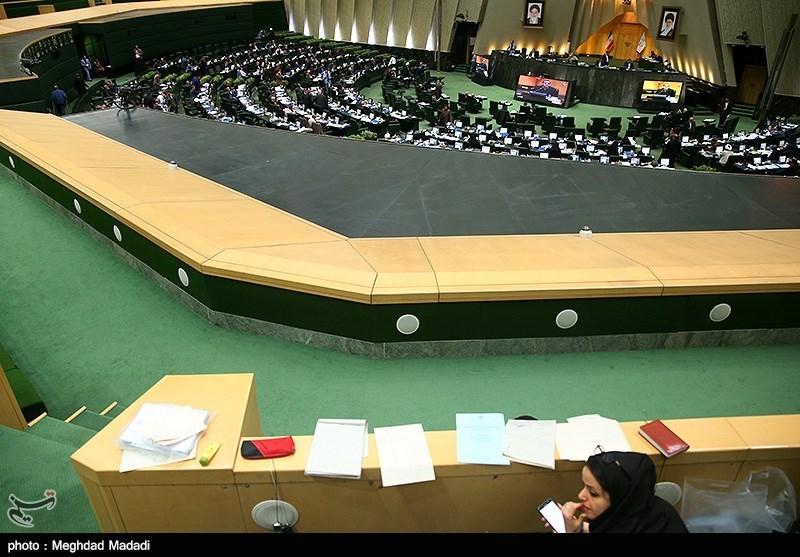 تیراندازی افراد ناشناس در راهروهای مجلس/مامور حفاظت مجلس مجروح شد/ تیراندازی ادامه دارد