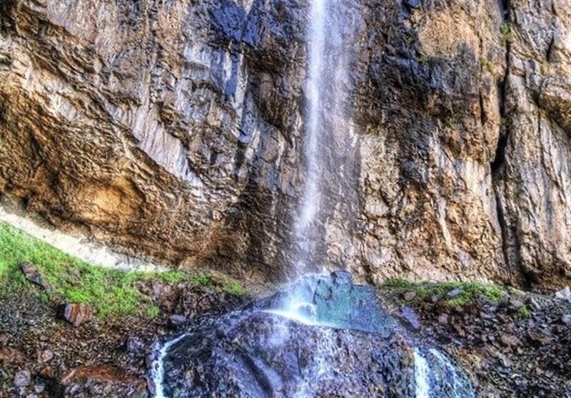 آبشار خور جاده چالوس