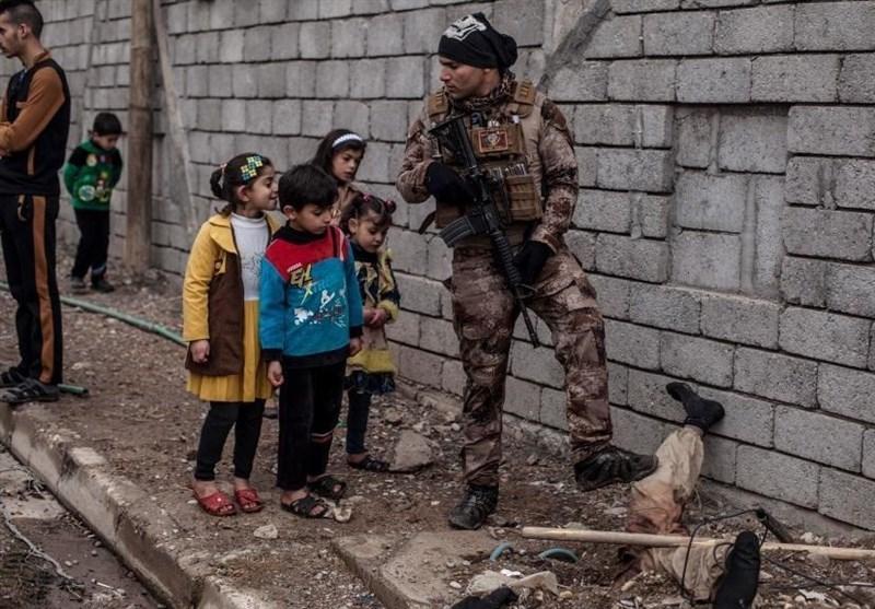 جسد یک داعشی تبدیل به جاذبهای برای کودکان عراقی شد