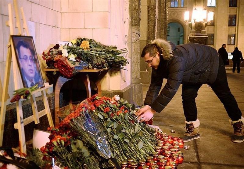 عکس / ادای احترام مردم روسیه به سفیر ترور شده این کشور در آنکارا