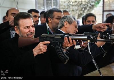 بازدید محمود واعظی وزیر ارتباطات از نمایشگاه فعالیتهای فاوا در دوران دفاع مقدس