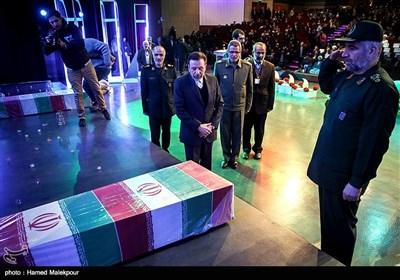 ادای احترام به شهدای گمنام دفاع مقدس توسط سردار علی فضلی جانشین سازمان بسیج مستضعفین و محمود واعظی وزیر ارتباطات
