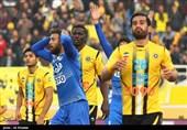 دیدار تیم های فوتبال سپاهان اصفهان و استقلال تهران