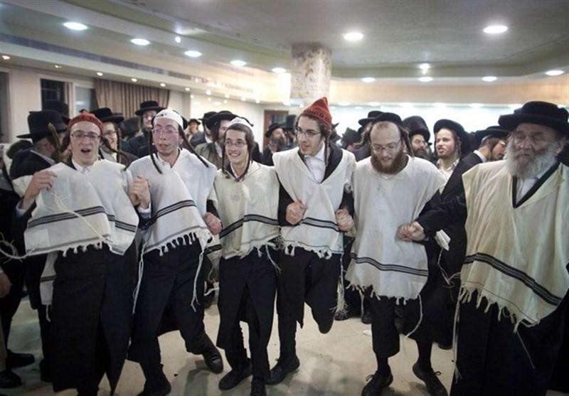 صهاینة یدعون لذبح العرب یحتفلون راقصین فی البحرین