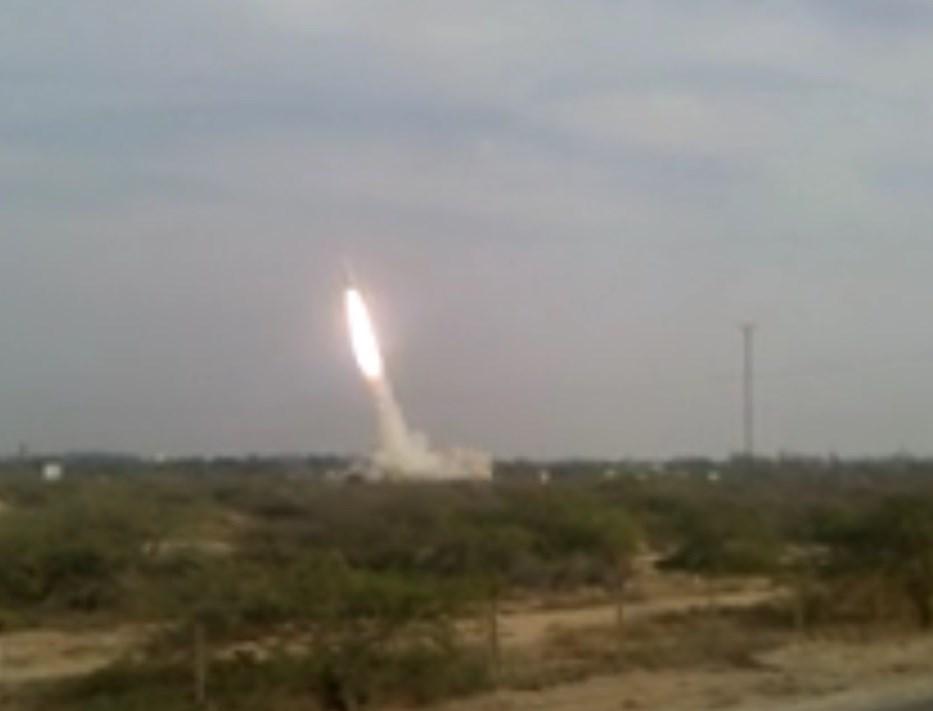"بالفیدیو .. صاروخ من منظومة ""تلاش"" ینطلق لتدمیر هدفه"