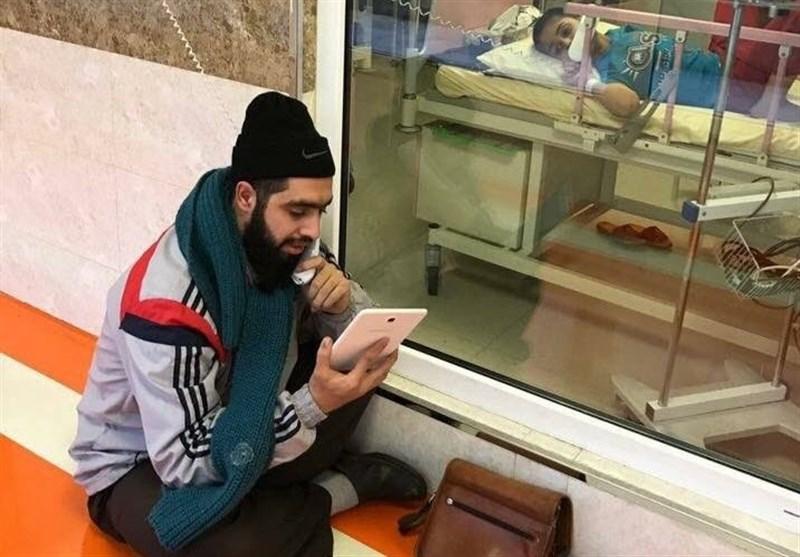 Kanser Hastası Öğrencisine Her Gün Hastanede Ders Anlatan İranlı Öğretmen, Sosyal Medyanın Kahramanı Oldu