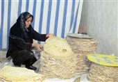 پخت 4 تن نان تیری محلی توسط زنان بختیاری برای سیلزدگان استان لرستان