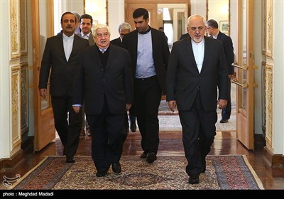 ظریف یستقبل المعلم فی طهران