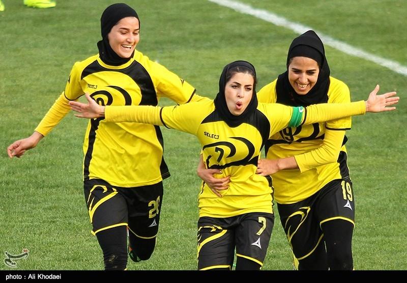 دیدار تیم های فوتبال بانوان آینده سازان نجف آباد و ذوب آهن اصفهان