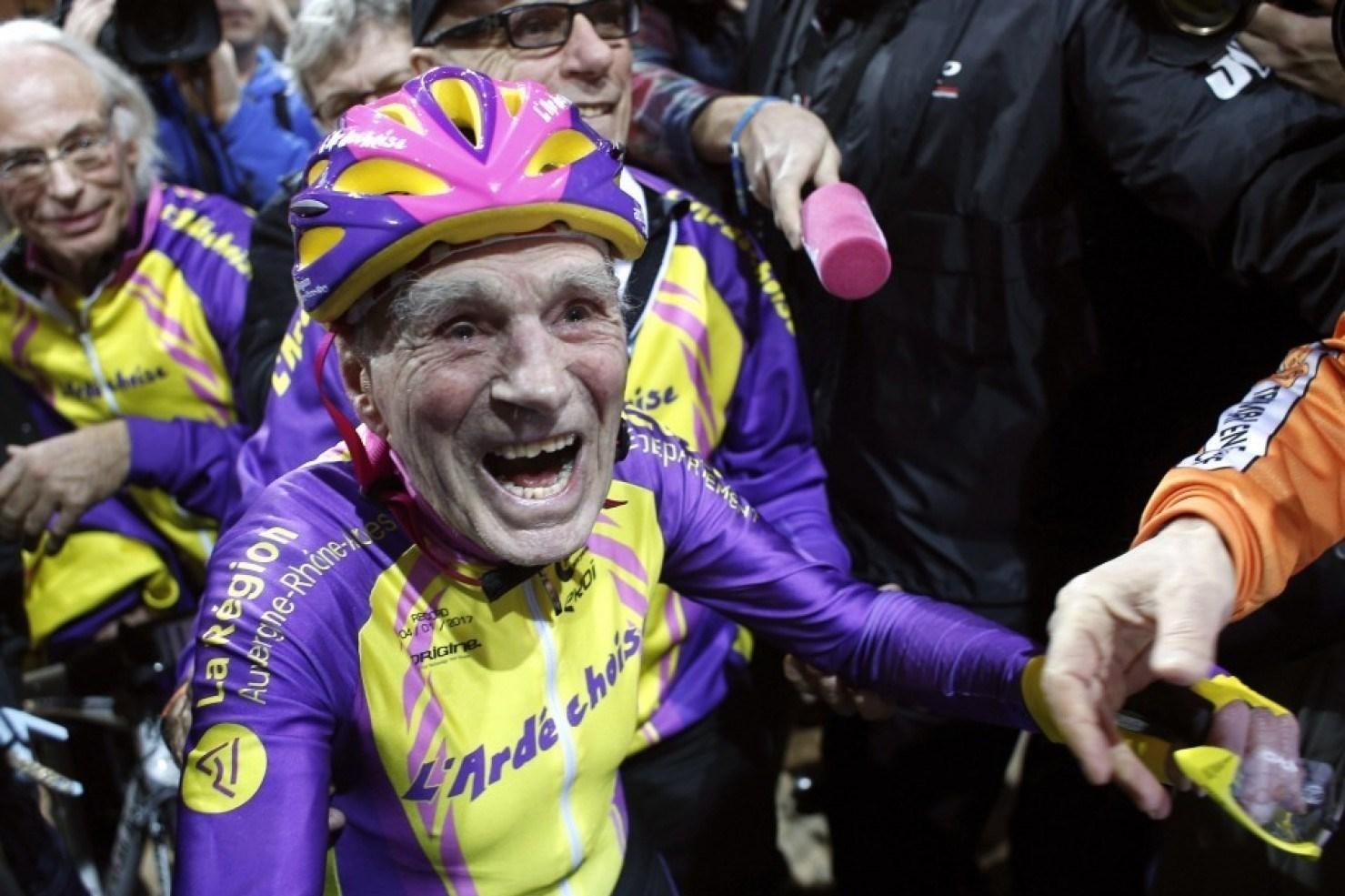 دوچرخهسوار 105 ساله رکورد جدیدی ثبت کرد + فیلم و عکس