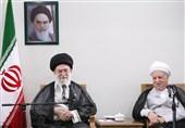 """الامام الخامنئی معزیاً بوفاة آیة الله رفسنجانی: فقدان رفیق السلاح """"صعب ومؤلم"""""""