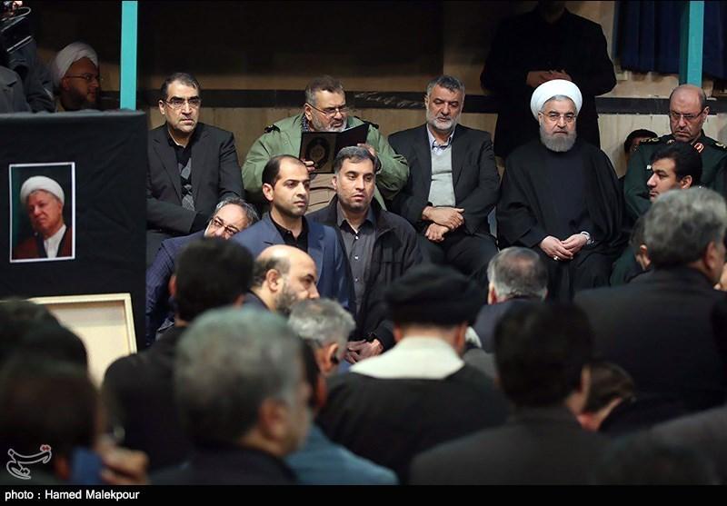 روحانی برای وداع با پیکر آیتالله هاشمی در حسینیه جماران حضور یافت + تصاویر