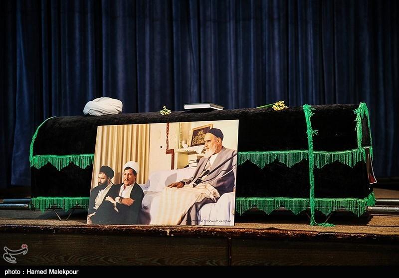 وداع رییس جمهور با پیکر آیت الله هاشمی رفسنجانی در حسینیه جماران