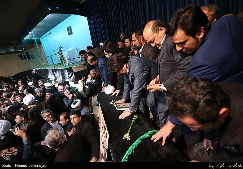 وداع مردم و مسئولان با پیکر آیتالله هاشمی رفسنجانی در حسینیه جماران
