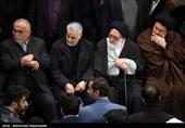 بالصور.. الجماهیر تودع جثمان آیة الله رفسنجانی قبل أن یوارى الثرى