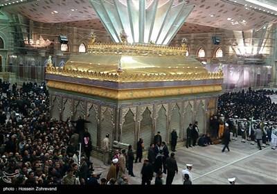 حضور جماهیری فی مرقد الإمام الخمینی (رض)