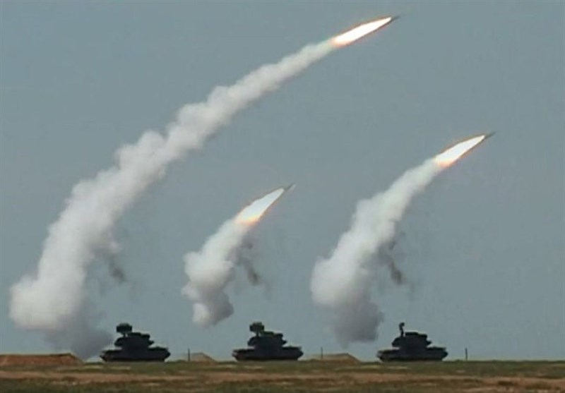 روسیا تستعرض صواریخها بعد وصول دبابات أمریکیة إلى حدودها+فیدیو