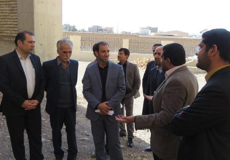 بنیاد برکت در تکمیل تنها بیمارستان شهرستان خوسف مشارکت میکند