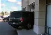 فیلم/حمله جنونآمیز مشتری زن به یک مغازه