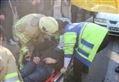 محبوس شدن راننده پرشیا پس از تصادف با پژو 206 + تصاویر