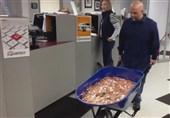 فیلم/ پرداخت 3 هزار دلار مالیات بهشکل سکه و داخل فرغون