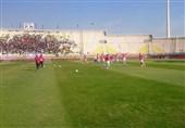 تاخیر در آغاز بازی به دلیل هجوم پرسپولیسیها/ پرسپولیس در دقیقه 2 به گل رسید