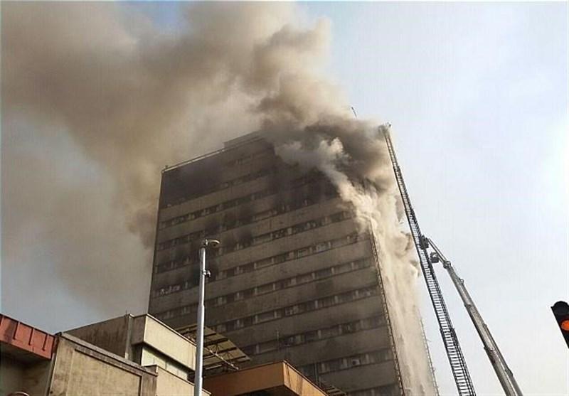 پلاسکو فرو ریخت/ نگرانی از وضعیت آتشنشانان گرفتار