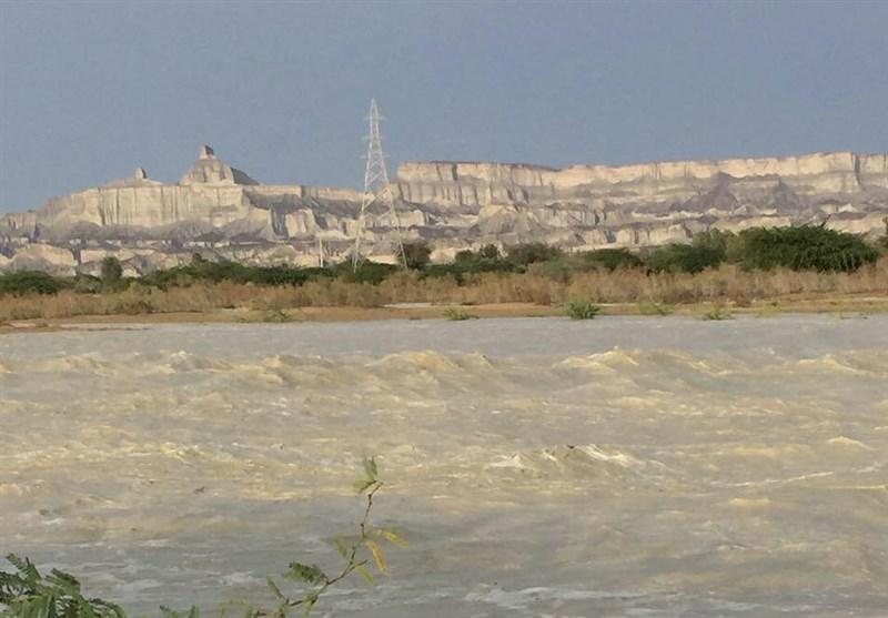 طغیان رودخانه کلات شهر زرآباد در پی بارندگی