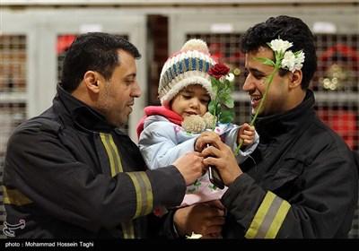 همدردی مردم مشهد با آتش نشانان حادثه پلاسکو